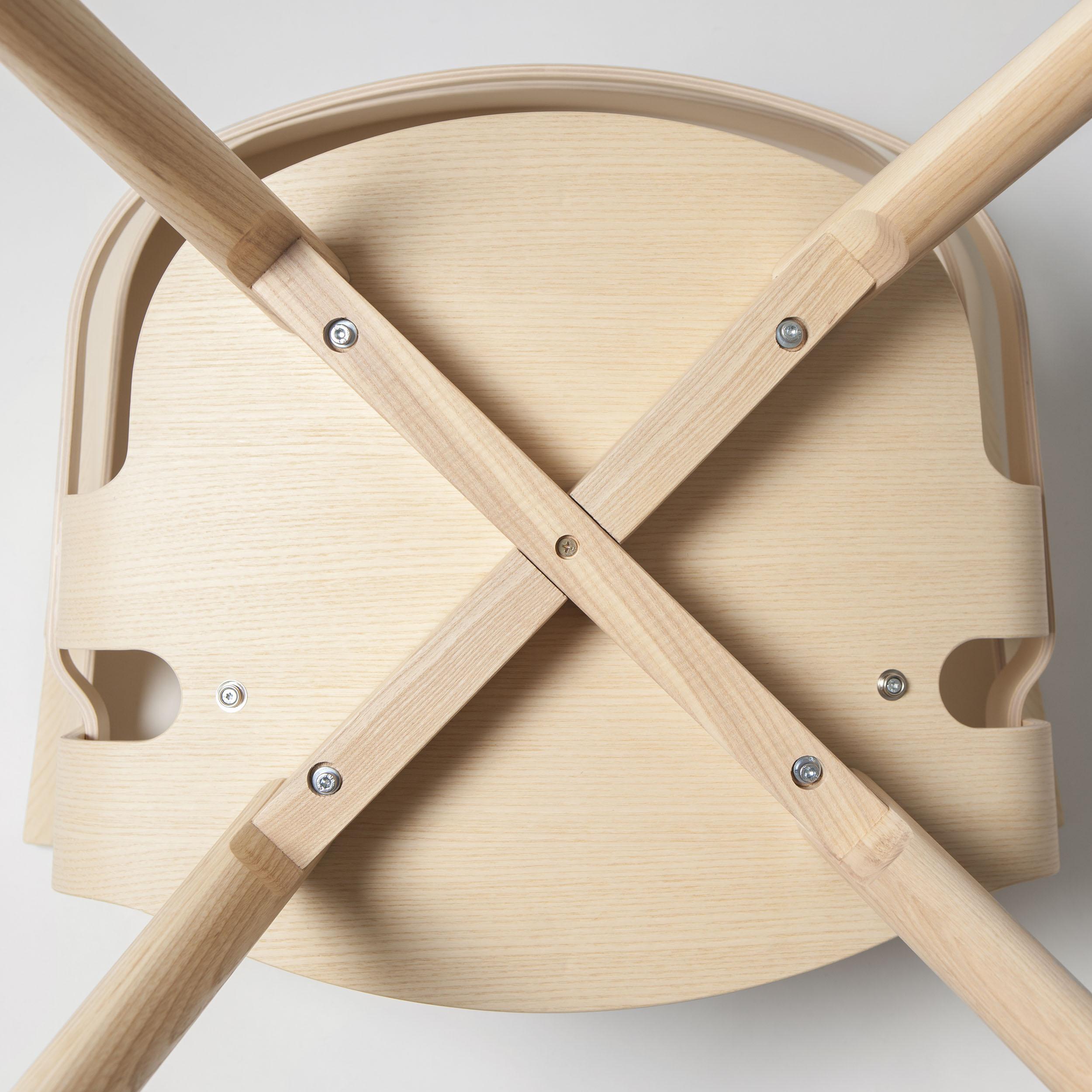 Wick Armlehnstuhl mit Holzbeinen