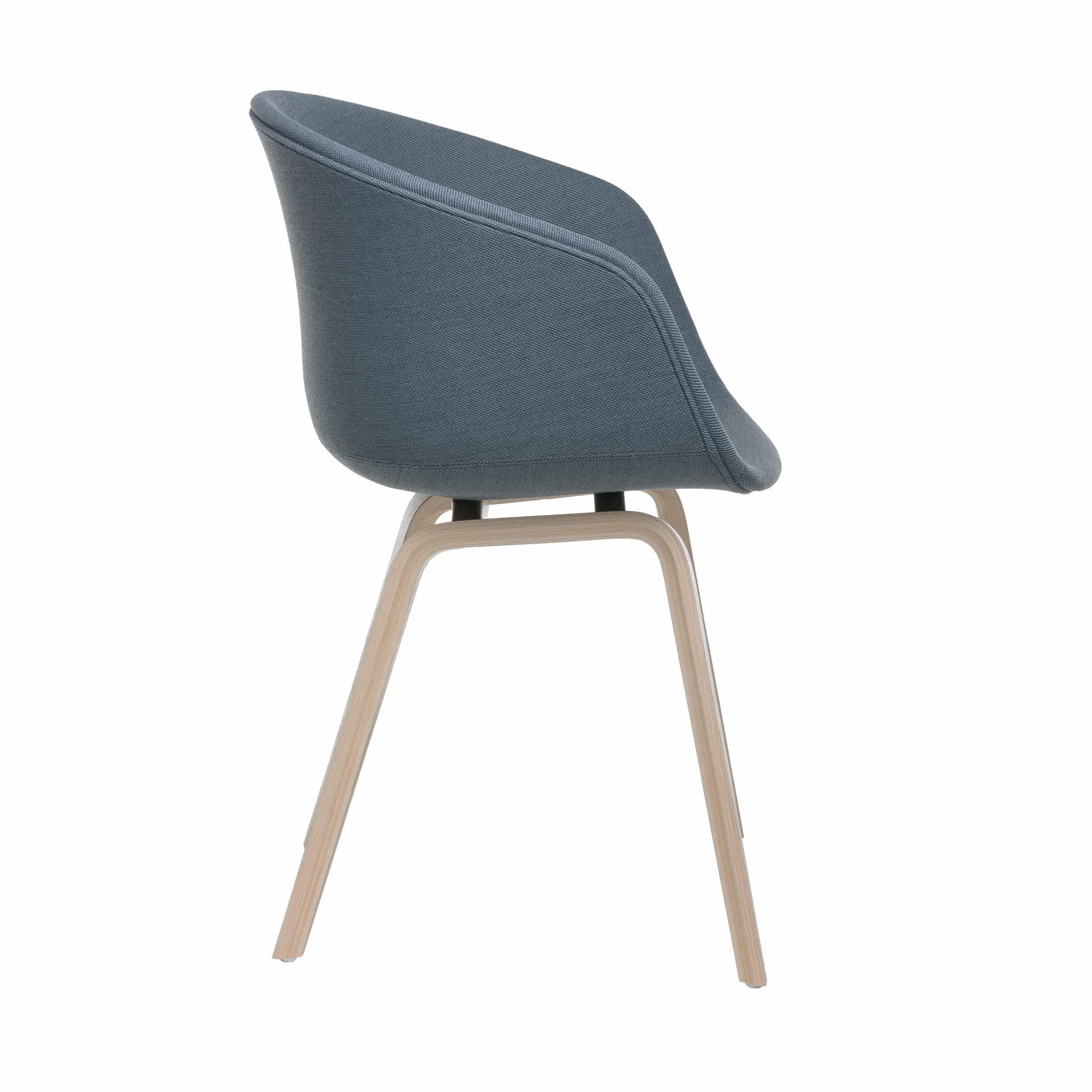 About a Chair AAC23 Polsterstuhl geseift