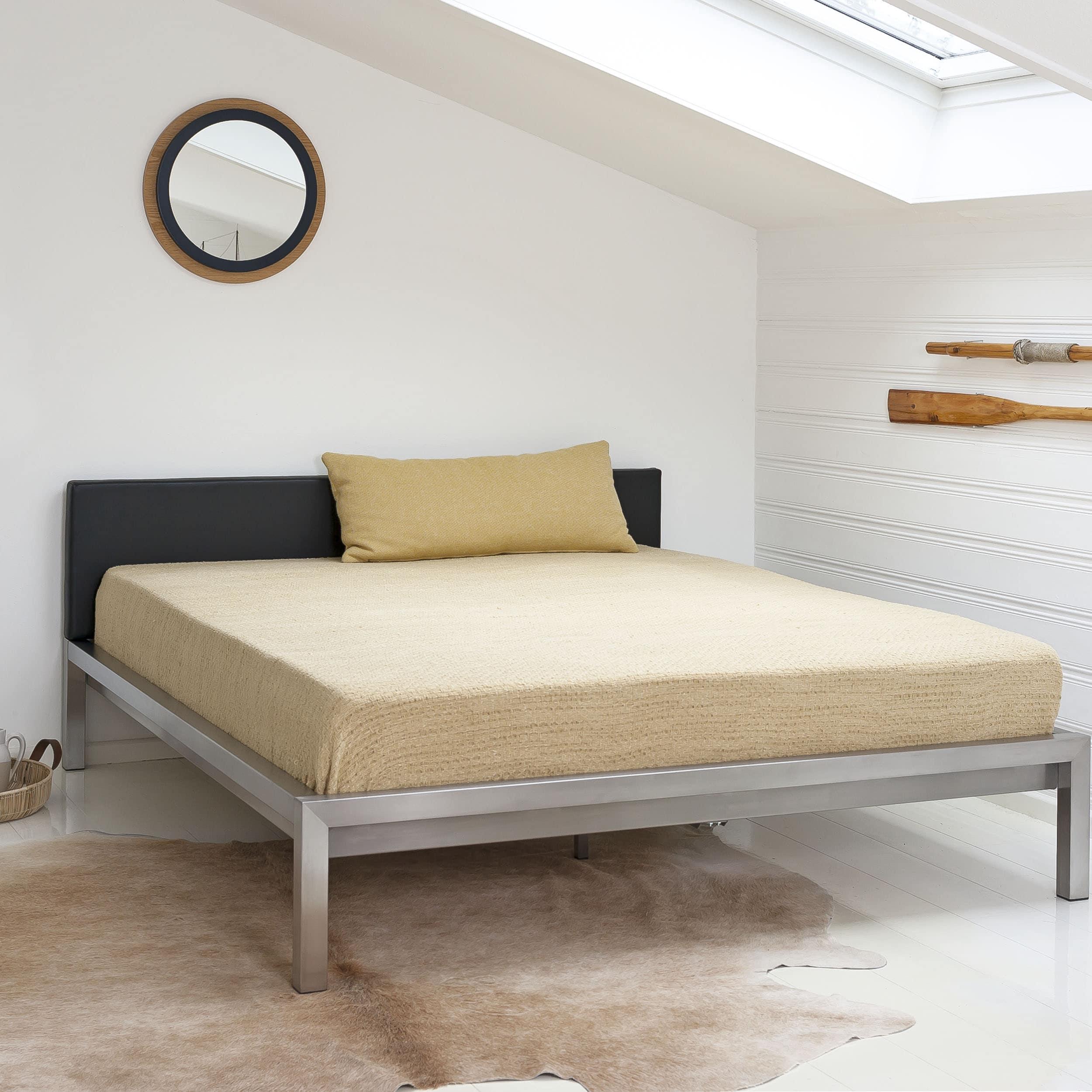 Pure Bett mit gepolstertem Kopfteil