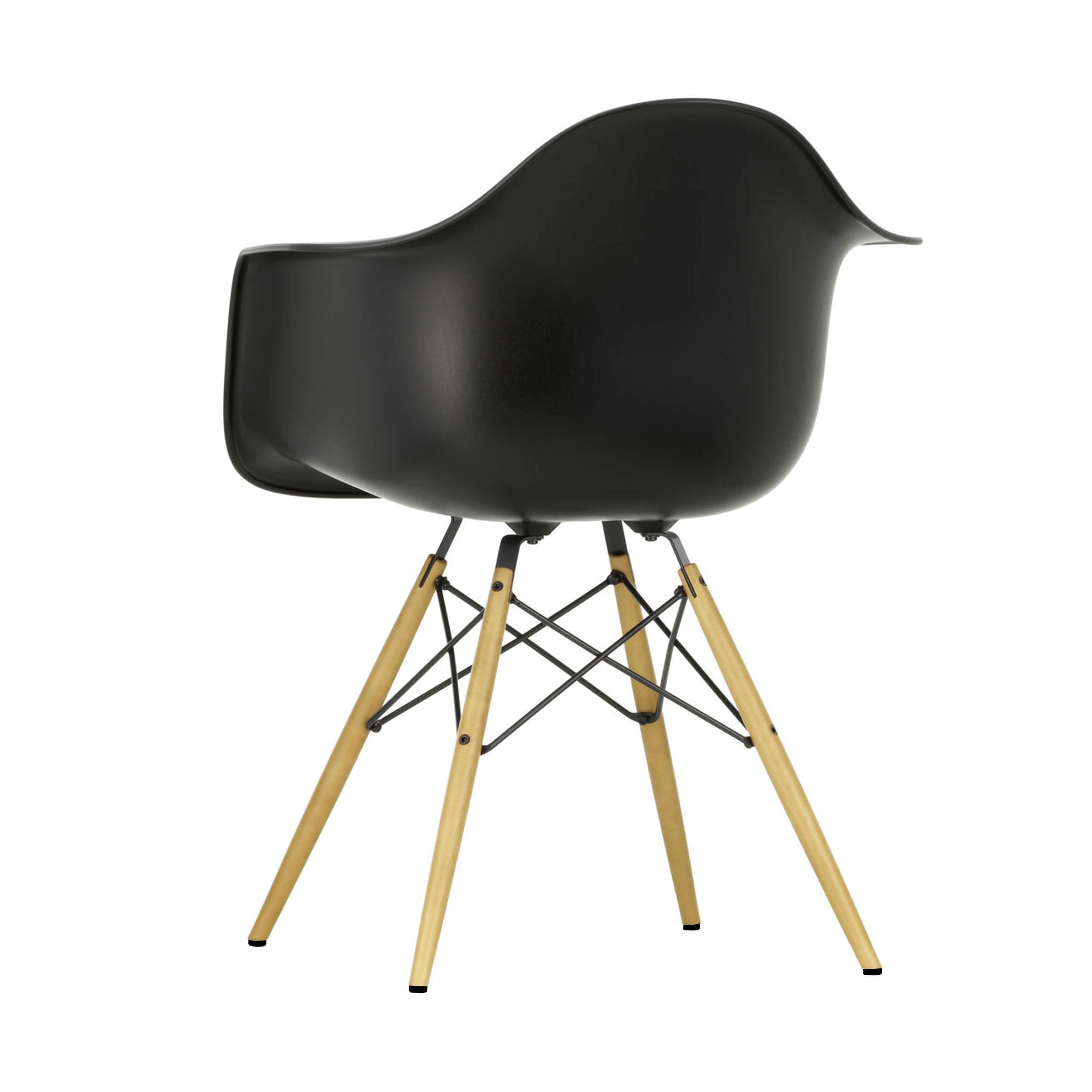Eames Plastic Armchair Stuhl DAW mit Filzgleitern