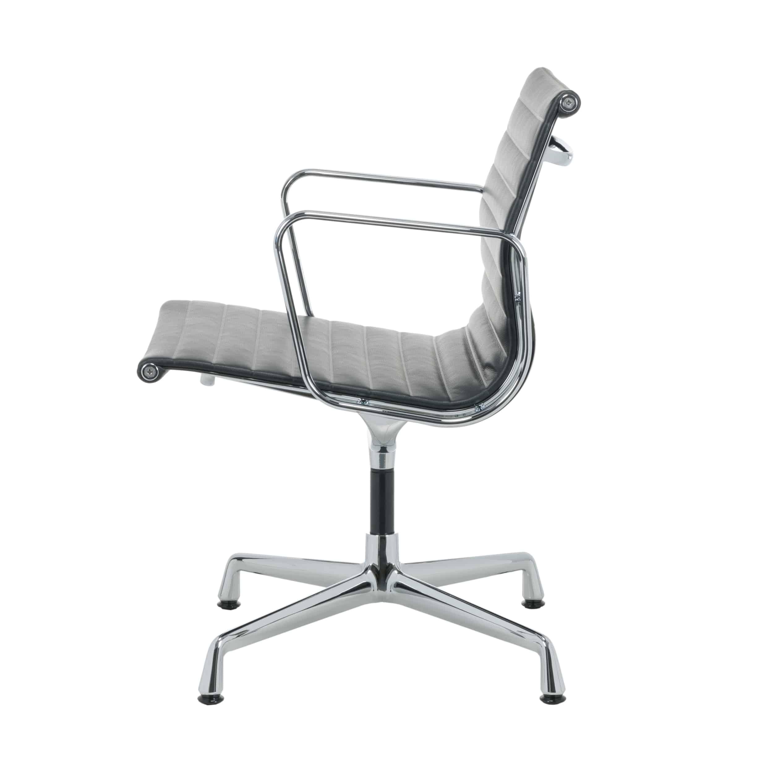 Aluminium Group EA 108 Leder Stuhl mit Kunststoffgleitern