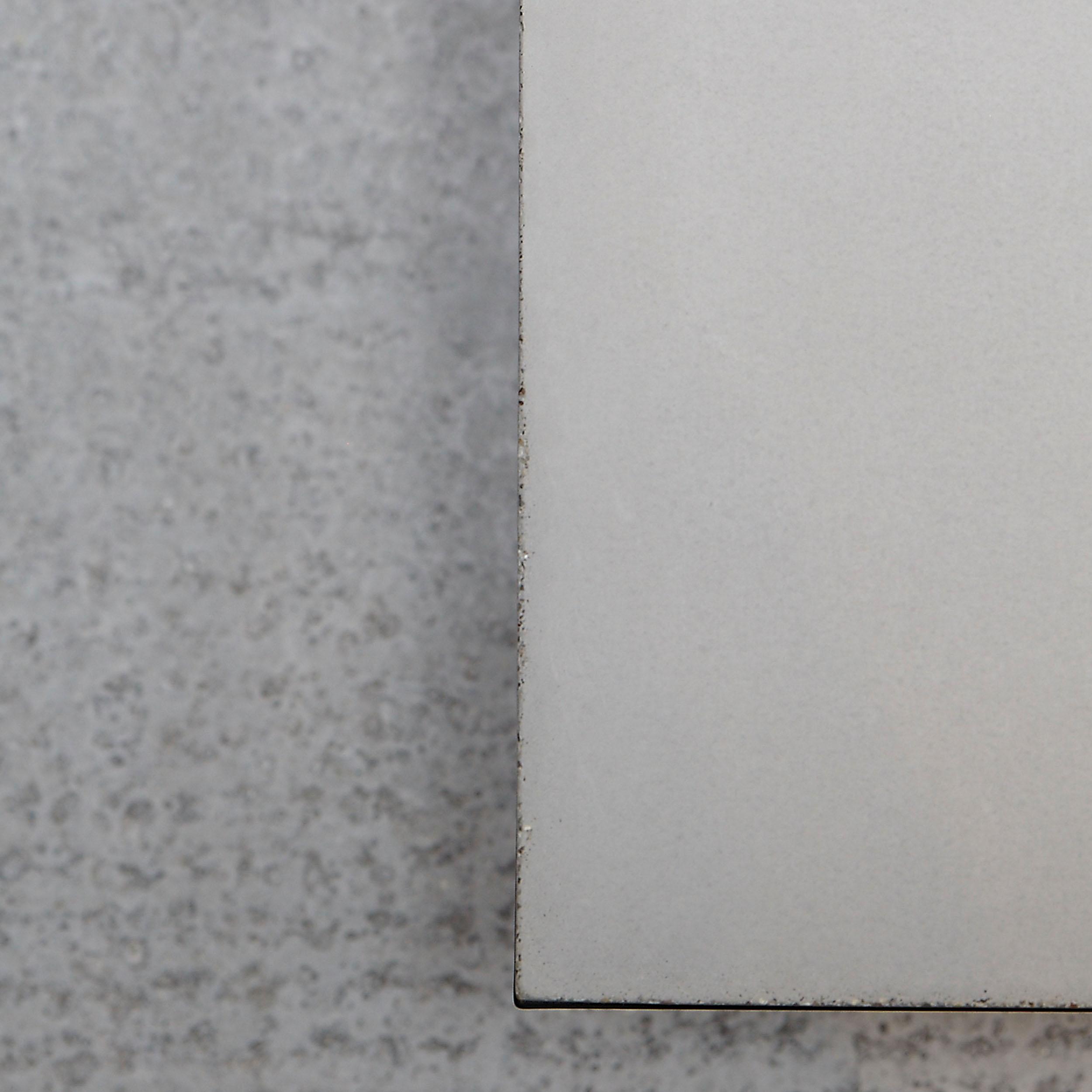 Pizzo Beton Beistelltisch mit Edelstahlgestell