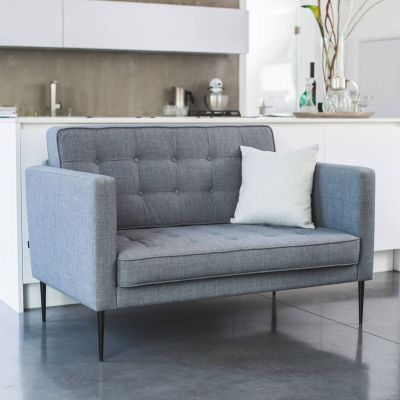 Grip 2-Sitzer Sofa mit Knopfheftung